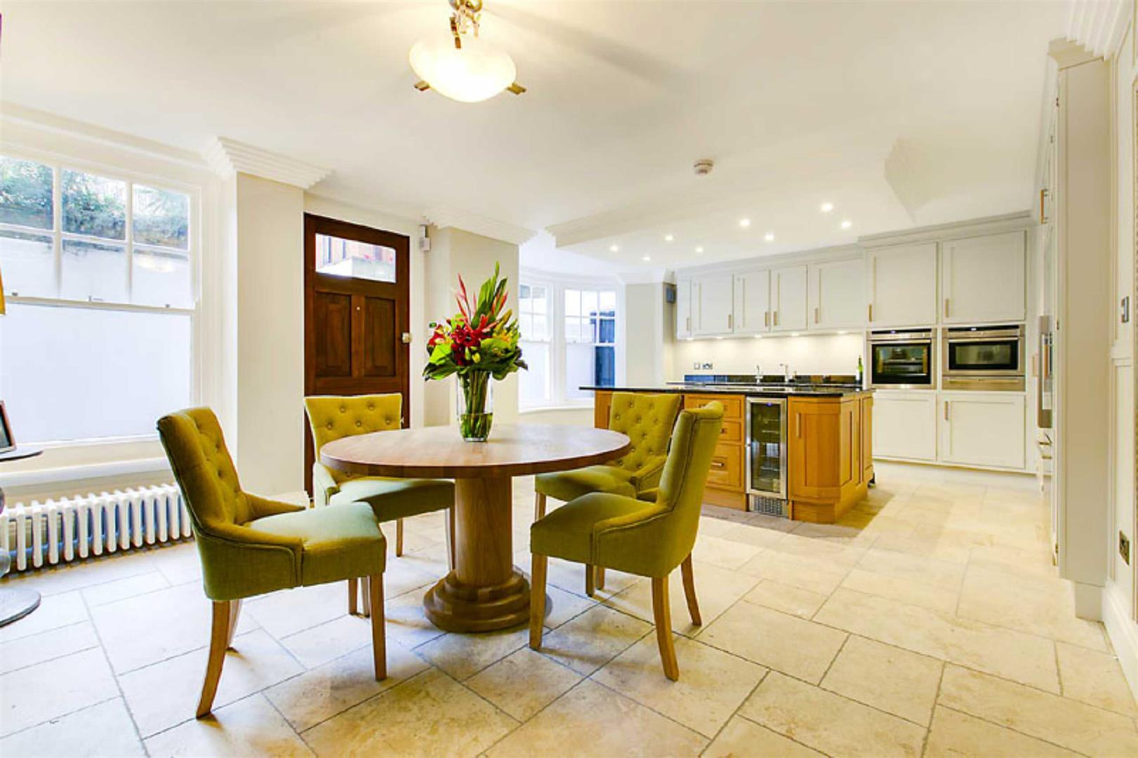 4 Bedrooms Flat for sale in Fitzjames Avenue, London